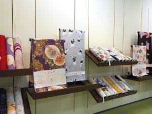 看板商品、大正友禅襦袢も展示いたします。 昨年争奪戦になった洗える正絹襦袢も入荷しています。